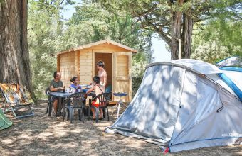 Emplacement camping Confort Plus Camping Le Moulin du Roch